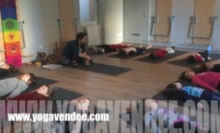 Regarder Cours et ateliers Yoga Enfant à la Roche sur Yon.